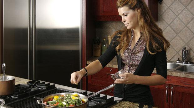 все больше фото с женщиной у плиты так вас получится