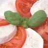 Салат из помидоров с сыром моцарелла