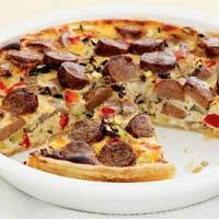 Пирог с сосисками, яйцом и овощами
