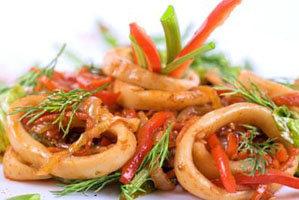 Салат из кальмаров Нисуаз