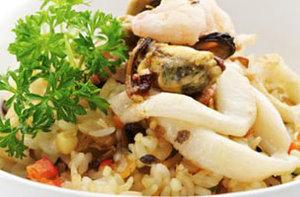 Налим и кальмары с рисом