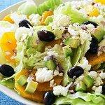 Оранжевый салат с маслинами