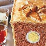 Мясной хлеб с яйцом в тесте